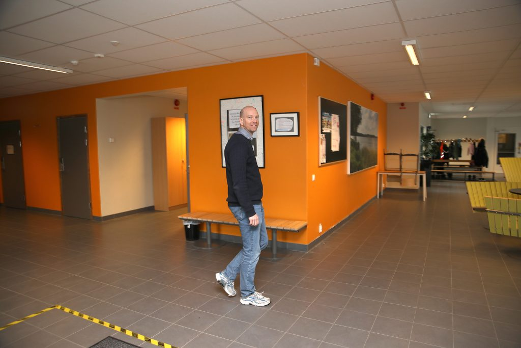 Tomas Lindh, rektor på Sörabyskolan i Rottne.